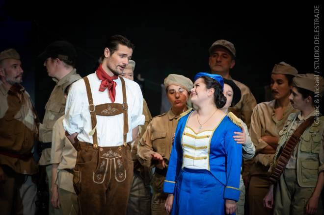 Anaïs Constans et Julien Dran dans La Fille du régiment