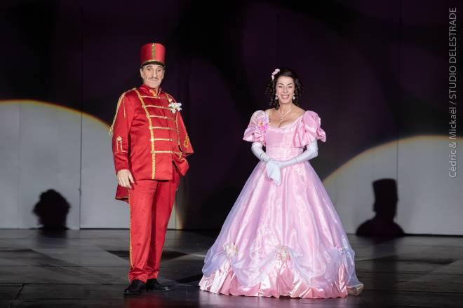 Shirley et Dino (Corinne et Gilles Benizio) dans La Fille du régiment