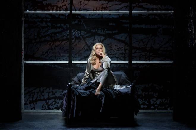 Anna Netrebko - Lady Macbeth par Adrian Noble