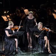 Sarah Maria Sun et Olivia Vermeulen dans Kein Licht