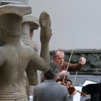 Répétitions de l'orchestre Les Siècles dans la cour khmère du musée
