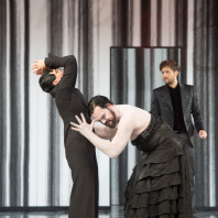 Ausrine Stundyte (Salomé), Thomas Johannes Mayer (Jochanaan) et Christian Natter (Oscar Wilde) - Salomé par Hans Neuenfels