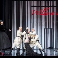 Christian Natter (Oscar Wilde), Thomas Johannes Mayer (Jochanaan), Nikolai Schukoff (Narraboth) - Salomé par Hans Neuenfels
