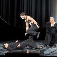 Ausrine Stundyte (Salomé), Christian Natter (Oscar Wilde) et Gerhard Siegel (Hérode) - Salomé par Hans Neuenfels