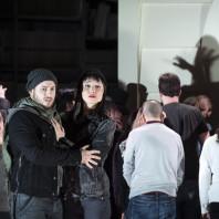 Stefan Sbonnik et Fleur Barron dans Barkouf