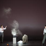 Kristina Hammarström (Caino), Olivia Vermeulen (Abele) - Cain, overo Il primo omicidio par Romeo Castellucci