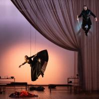 Mariana Flores, Fiona McGown & Scott Conner - La finta pazza par Jean-Yves Ruf