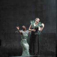 Albane Bocquillon (Ida), Liubov Medvedeva (Adèle) - La Chauve-Souris par Célie Pauthe