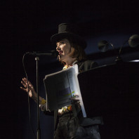 Suzanne Vega dans Einstein on the beach