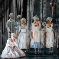 Yelena Dyachek - Les Fantômes de Versailles
