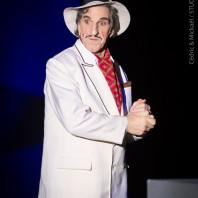 Dino (Gilles Benizio) dans La Fille du régiment