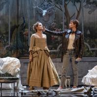 Albane Carrère et Tamara Bounazou dans Les Petites noces
