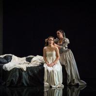 Ludivine Gombert (Desdemona), Marion Lebègue (Emilia)