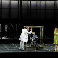 Bryn Terfel (Méphistophélès), Sophie Koch (Marguerite) et Jonas Kaufmann (Faust) dans La Damnation par Alvis Hermanis