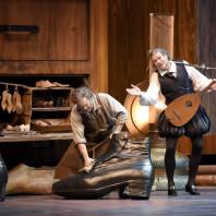Gerald Finley (Hans Sachs) et Bo Skovhus (Sixtus Beckmesser) - Les Maîtres Chanteurs de Nuremberg par Stefan Herheim
