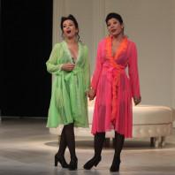 Gabrielle Philiponet et Annalisa Stroppa dans Cosi Fan Tutte par Frédéric Roels