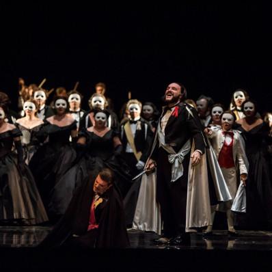Piero Pretti, Nina Minasyan et Simone Piazzola dans Un Bal masqué