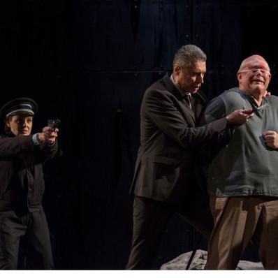 Claudia Iten (Léonore), Anton Keremidtchiev (Don Pizzaro) et Donald Litaker (Florestan) - Fidelio par Philippe Miesch