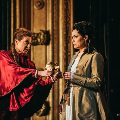 Hila Baggio et Monica Zanettin - Un Bal masqué par Waut Koeken