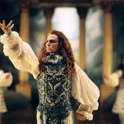 Le Roi danse