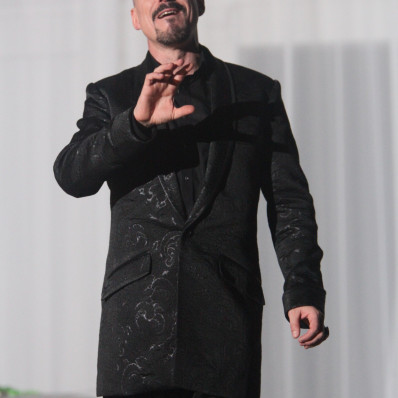Laurent Alvaro dans Cosi Fan Tutte par Frédéric Roels