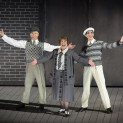 Daniel Crossley, Jennie Dale et Dan Burton - Singin' in the Rain par Robert Carsen