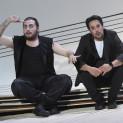 Florian Sempey (Figaro) et Philippe Talbot (Almaviva) - Le Barbier de Séville par Laurent Pelly