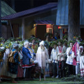 Vasily Gorshkov, Carole Wilson et Aida Garifullina dans La Fille de neige