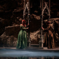 Nadine Koutcher (Lucia), Marion Lebègue (Alisa) - Lucia di Lammermoor par Nicolas Joel