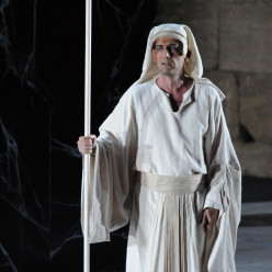 Nicolas Courjal dans Aida par Paul-Émile Fourny
