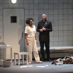 Adina Aaron et Francis Dudziak dans Le dernier jour d'un condamné