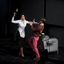 Jeanne Ireland (La Femme de chambre) et Maciej Kwasnikowski (Le Jeune monsieur) - La Ronde par Christiane Lutz
