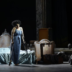 Béatrice Uria-Monzon - Adriana Lecouvreur par Davide Livermore