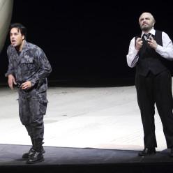 Philippe Talbot (Comte Almaviva) et Pablo Ruiz (Bartolo) - Le Barbier de Séville par Laurent Pelly