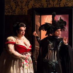 Marie Lenormand (Jacinthe) et Anne-Catherine Gillet (Angèle) - Le Domino noir par Valérie Lesort et Christian Hecq