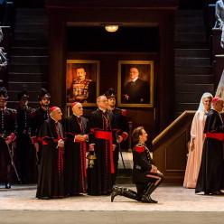 Roberto Alagna dans Le Cid à l'Opéra de Paris mis en scène par Charles Roubaud