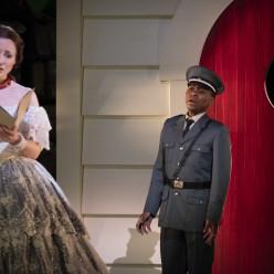 Pauline Texier et Patrick Kabongo dans Barkouf