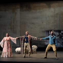 Angélique Boudeville (Rosalinde), Maciej Kwaśnikowski (Alfred), Tiago Matos (Frank) - La Chauve-Souris par Célie Pauthe