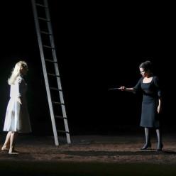 Vannina Santoni et Jodie Devos - La Flûte enchantée par Robert Carsen