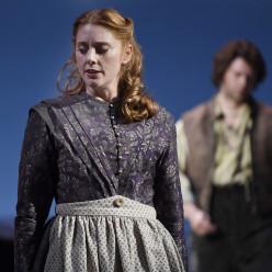 Layla Claire et John Chest dans Les Hauts de Hurlevent