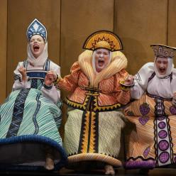Carole Wilson, Bernarda Bobro, Stine Marie Fischer - Le Conte du tsar Saltan par Dmitri Tcherniakov