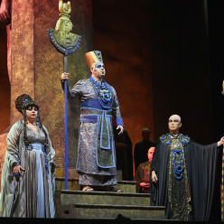 Olesya Petrova, Nika Guliashvili & In-Sung Sim - Aida par Jean-Christophe Mast