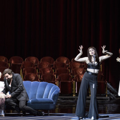Eric Cutler, Patricia Petibon & Michèle Losier - Les Contes d'Hoffmann par Krzysztof Warlikowski