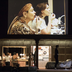 Catherine Malfitano & Elena Guseva - Tosca par Christophe Honoré