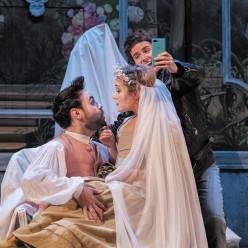 Albane Carrère, Tamara Bounazou et Kamil Ben Hsaïn Lachiri dans Les Petites noces