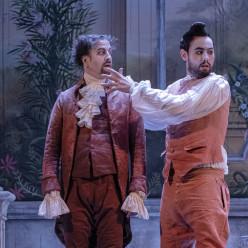 Kamil Ben Hsaïn Lachiri et Pierre-Antoine Chaumien dans Les Petites noces