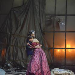 Marc Barrard et Chritina Pasaroiu dans Les Huguenots