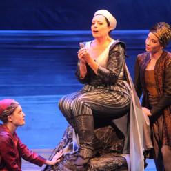 Katherine Watson, Mireille Delunsch  et Jenny Daviet dans Didon et Énée à Rouen par Cécile Roussat et Julien Lubek
