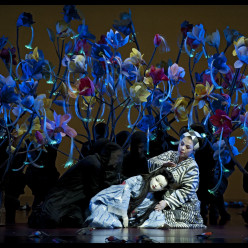 Amanda Echalaz et Qiulin Zhang dans Madame Butterfly