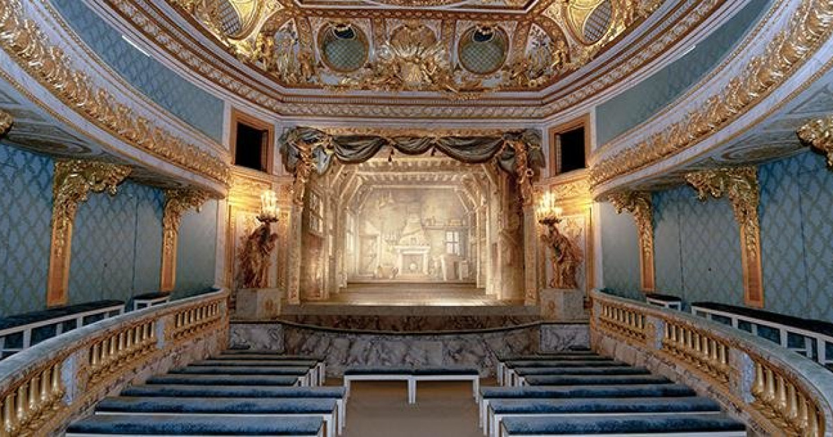 https://www.olyrix.com/files/picture/photos/SocialImage/13088/petit-theatre-de-la-reine-a-versailles.jpg